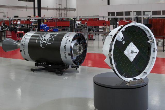 <em>Rocket Lab's Photon (R), positioned next to the Electron upper stage (L)</em>
