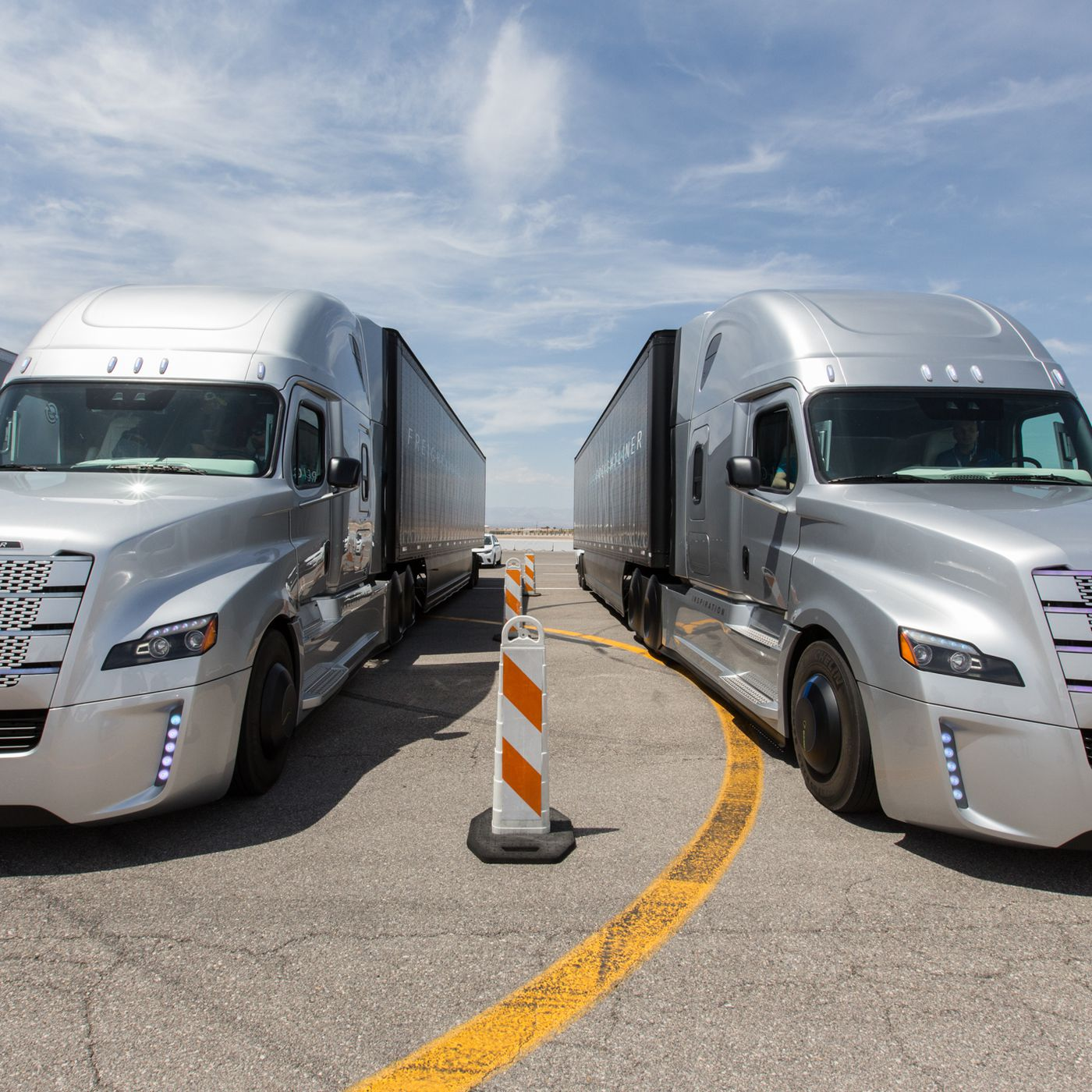 hight resolution of this is what it s like to ride in daimler s self driving semi truck the verge