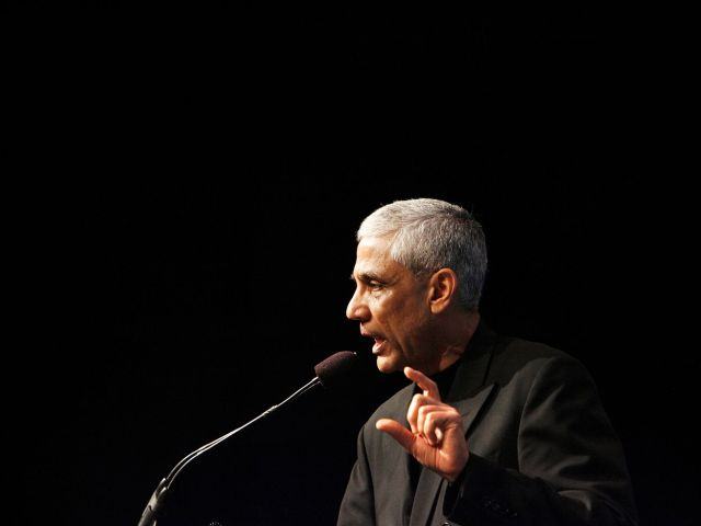 Vinod Khosla speaks at a microphone