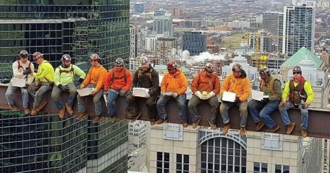 Seattle Washington Fall Skyline Wallpaper Chicago Iron Workers Recreate Lunch Atop A Skyscraper
