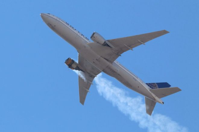 UE328.0 United Airlines flight safely lands after dramatic engine failure caught on camera   The Verge