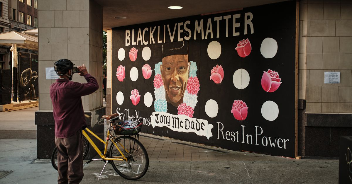 33 powerful Black Lives Matter murals 8
