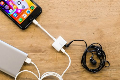 small resolution of apple now sells an iphone dongle with a headphone jack and charging port