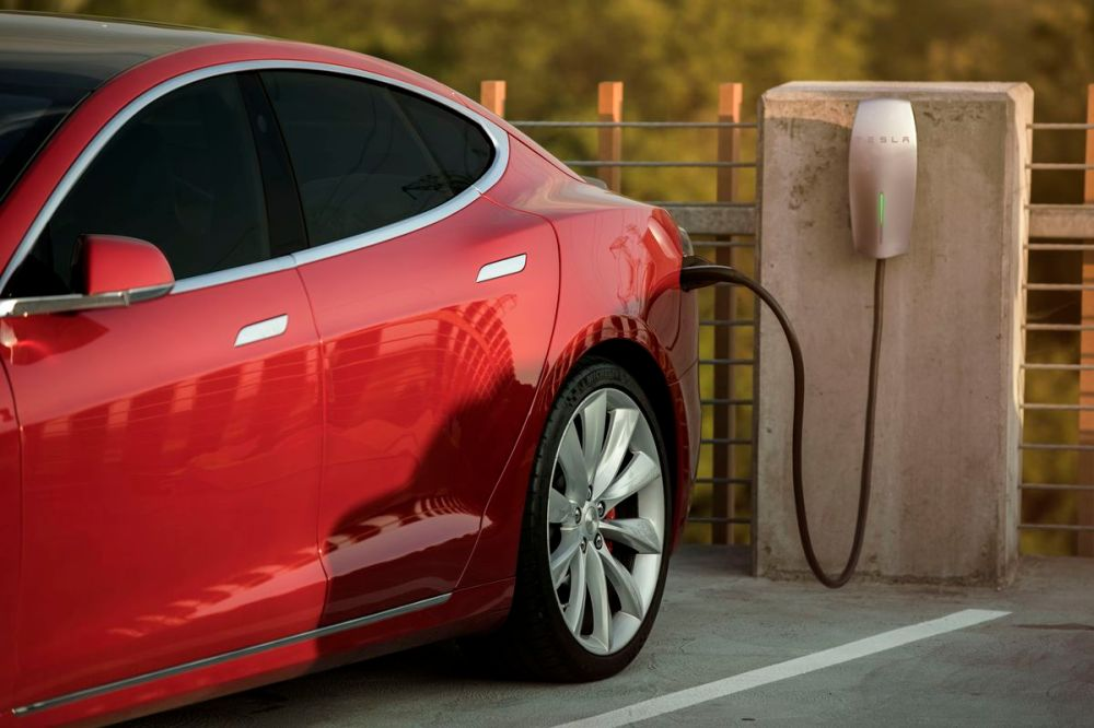 medium resolution of a new workplace charging program unveiled today offers businesses free tesla wall connectors and