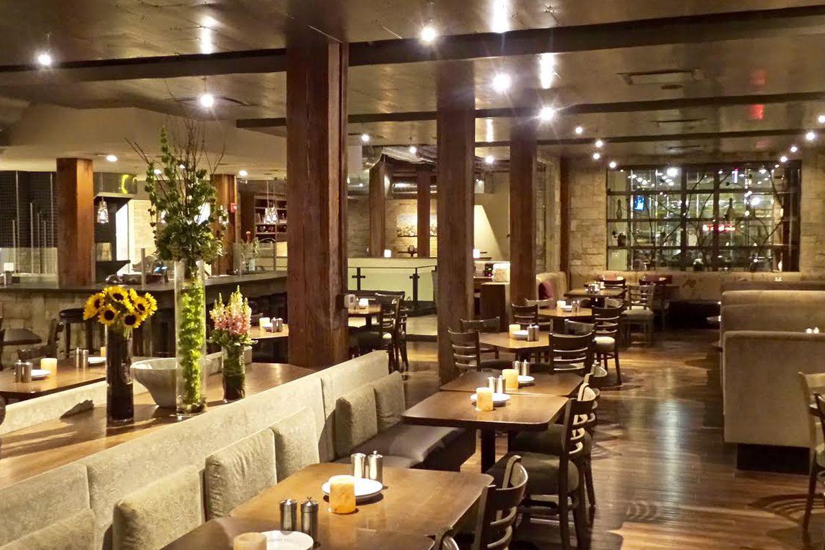 Italian RestaurantEntertainment Combo Pinstripes Opens