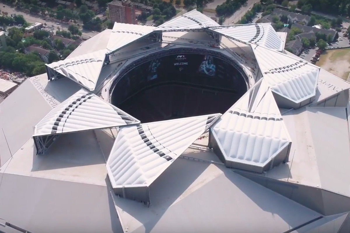 hight resolution of screen captures above and below show the mercedes benz stadium roof undergoing open close test sequences aug 29 mercedes benz stadium youtube