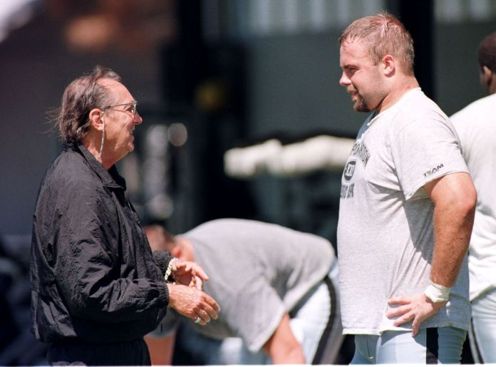 Oakland Raiders owner Al Davis (L) talks to draft
