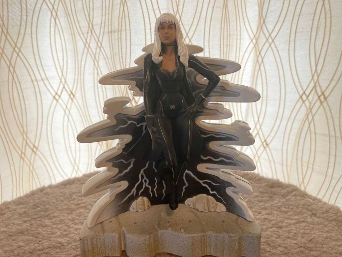 Action figure of Storm from the 2000 X-Men movie