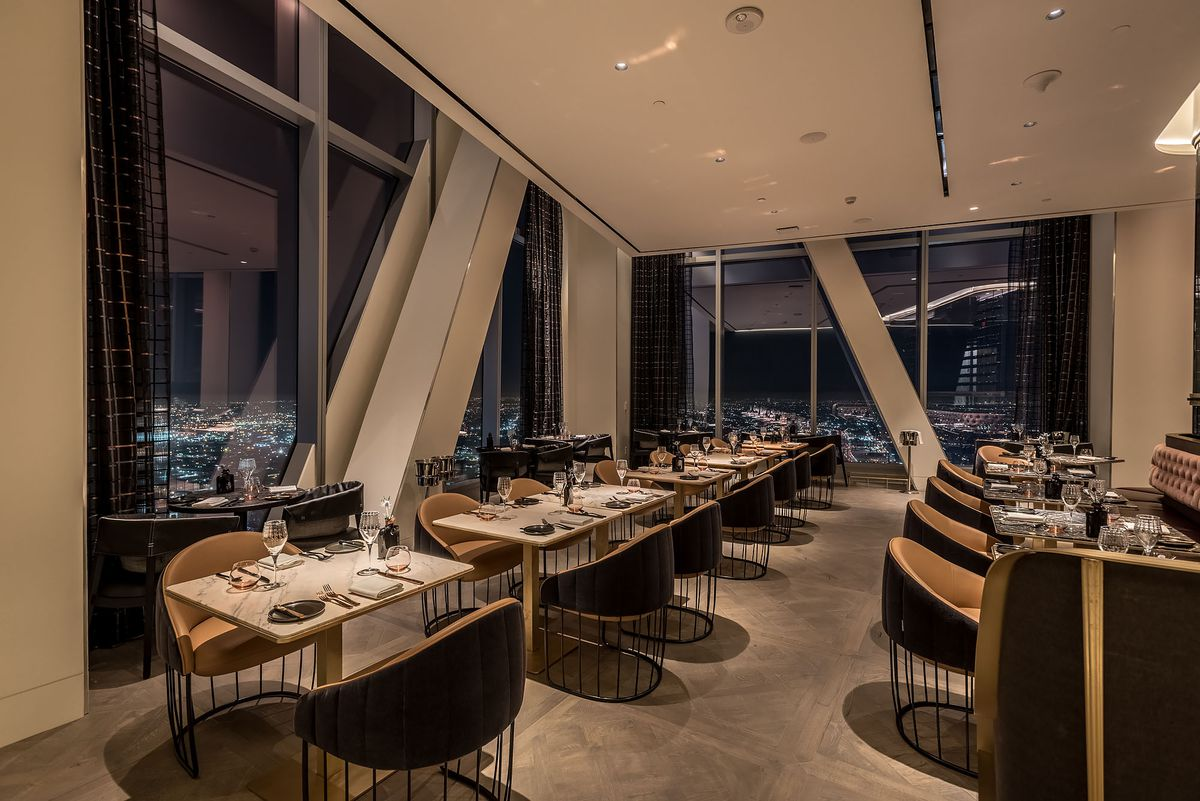 hotels with kitchen in los angeles art van tables this sky high steakhouse hovers 71 stories above downtown