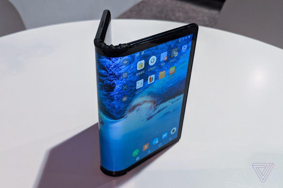 Royole FlexPai أول هاتف قابل royoleflexpai_vsavov