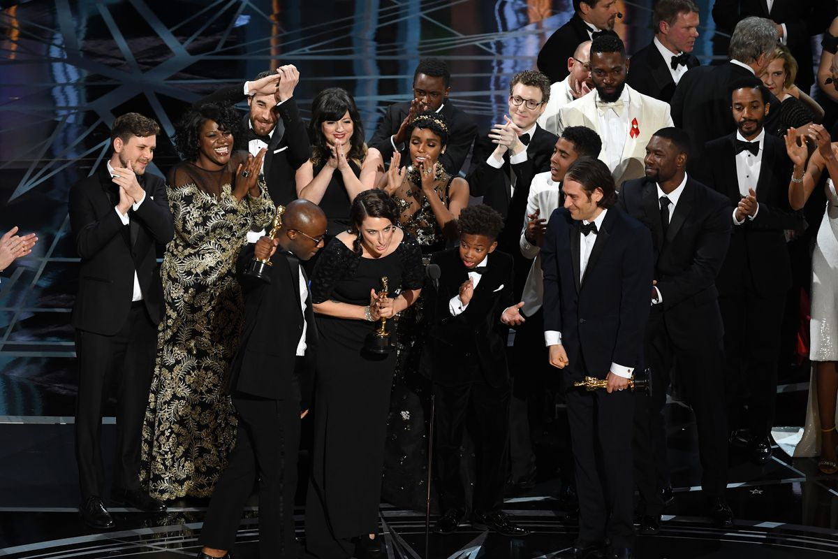 The Cast And Crew Of Moonlight All Took To The Stage When The Film Won Best  Picture In 2017. Photo By Kevin Winter/getty Images