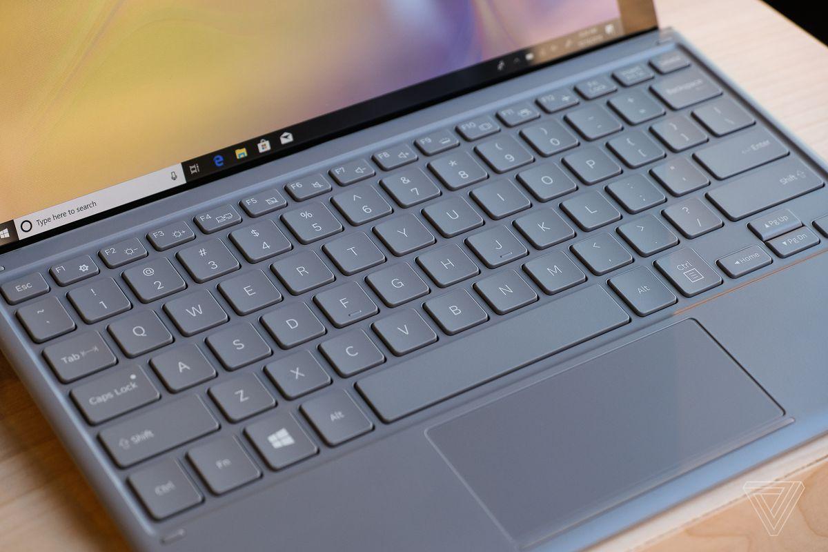 DSCF0286 - سامسونج تزيح الستار رسمياً عن جالكسي بوك 2 مع تصميم وتقنيات مميزة