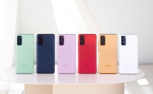 The Samsung Galaxy S20 Fe Brings Some Flagship Specs At A 699 Price The Verge