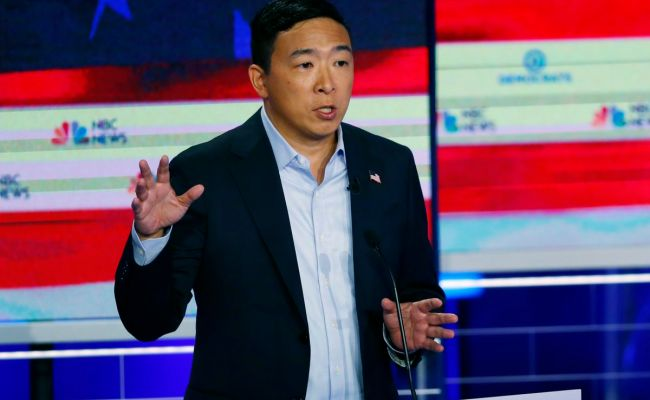 Watch Democrat Andrew Yang Crowd Surfs During California