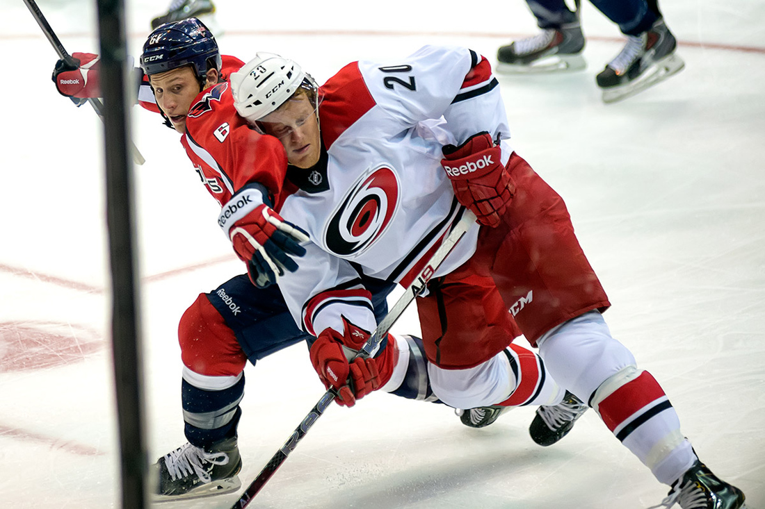 Oleksy (61) And Carolina Hurricanes Forward Riley Nash (20) During  Their Nhl Ice Hockey Game At Verizon Center. (Photo By Clyde  Caplan/clydeorama.com)