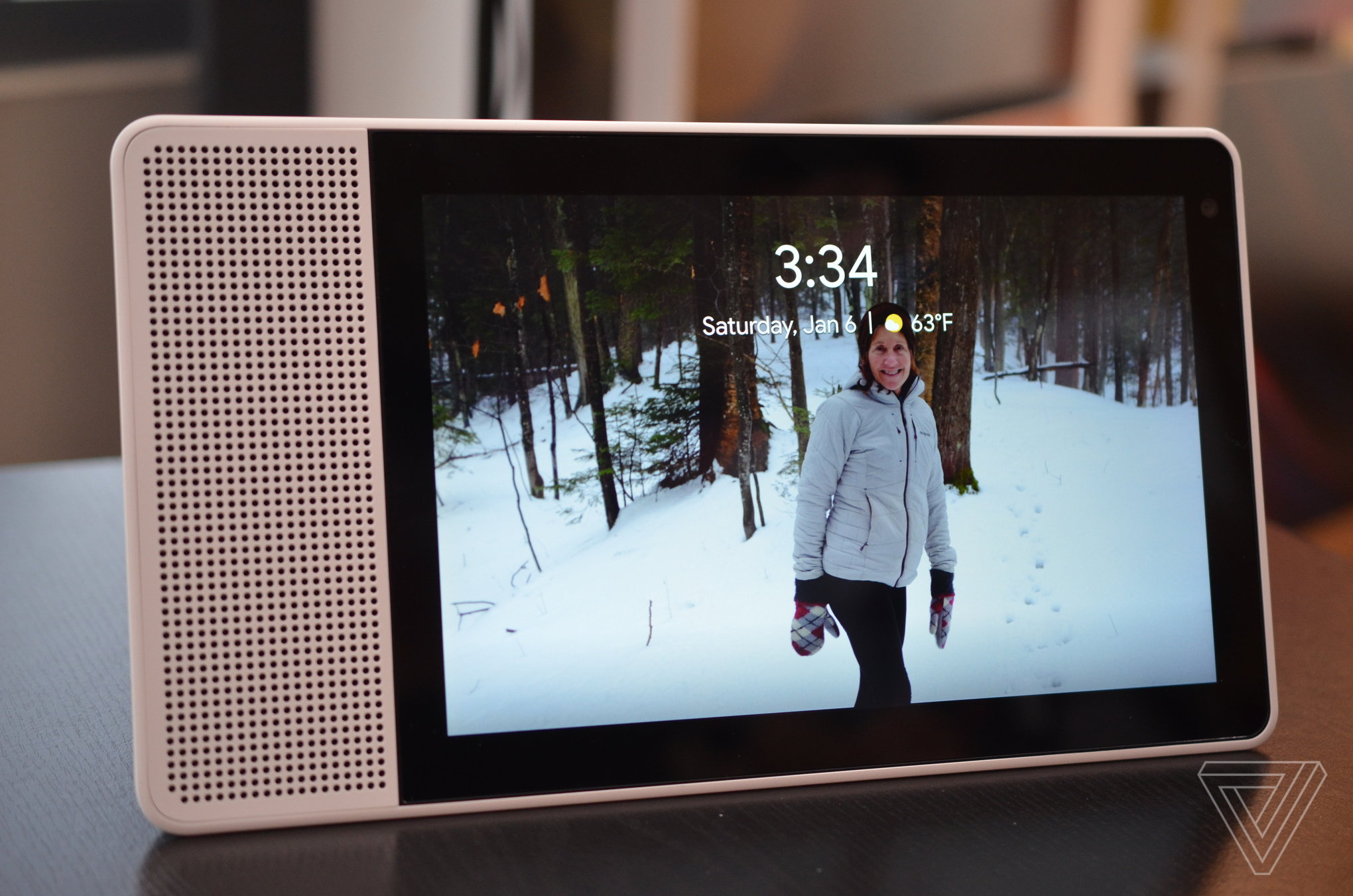 Lenovo and Google have created their own Echo Show that