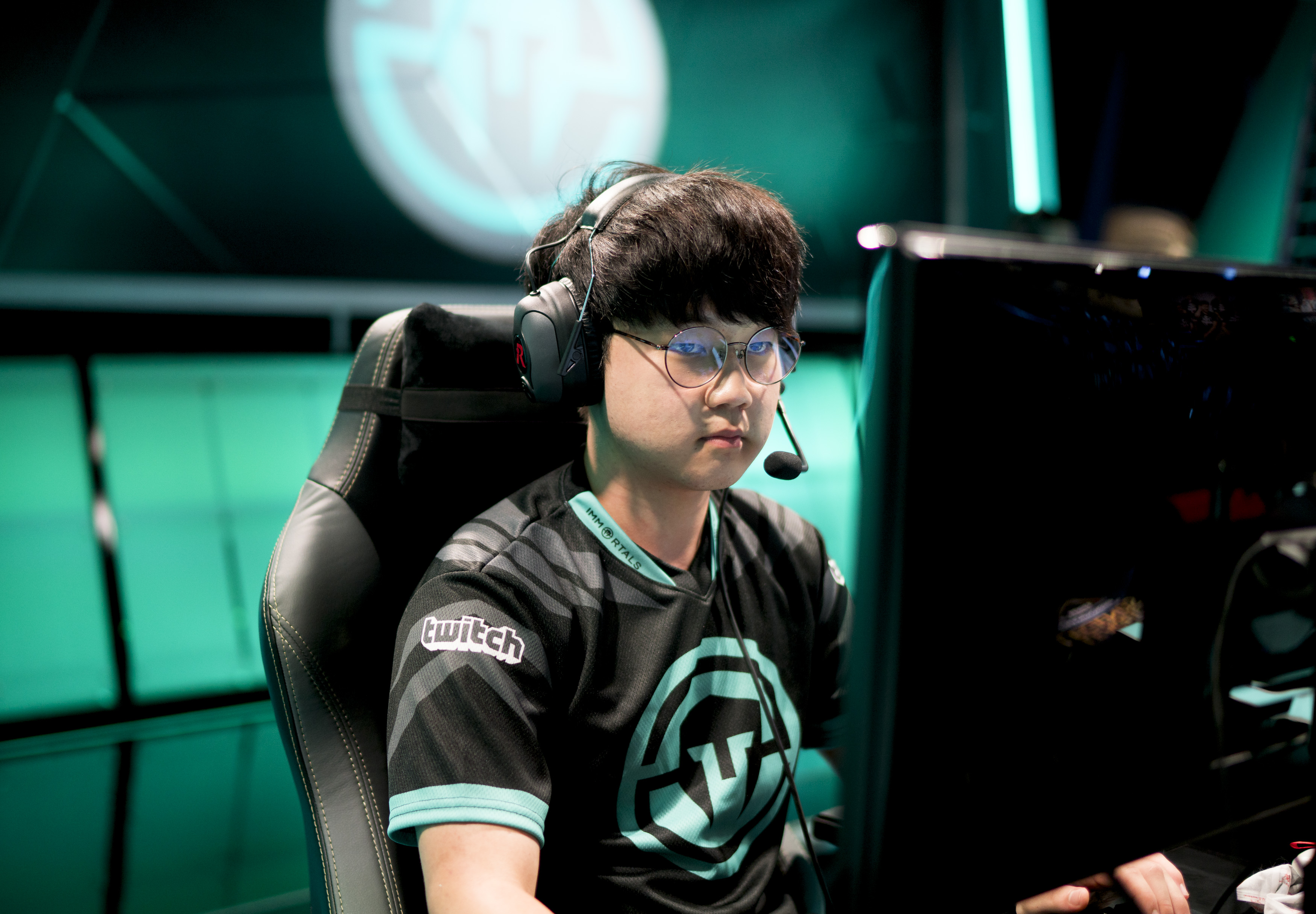 lcs gaming chair padded zero gravity the rift herald archives lck page 1