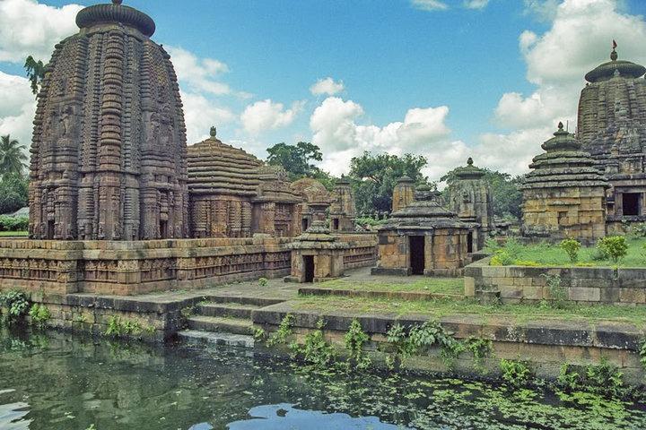https://i0.wp.com/cdn.walkthroughindia.com/wp-content/uploads/2012/10/City-of-Temples-Bhubaneswar.jpg