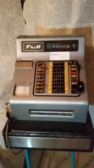 Caja registradora FUJI antigua vintage de segunda mano por