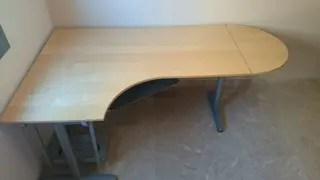 Mesa escritorio esquinera Ikea de segunda mano por 130  en Mairena del Aljarafe en WALLAPOP
