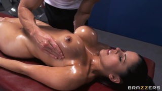 Diamond Kitty enjoys superb massage made by Johnny Sins thumb