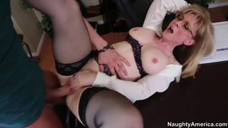 Mature teacher Nina Hartley spreads her legs in front of her young student Xander Corvus thumb