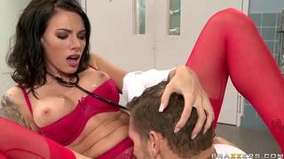 Juelz Ventura enjoys masturbation followed by pussy lick thumb