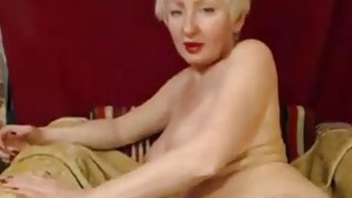 Beauty mature with short hair fingers pussy thumb