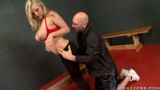 Blondie Dayna Vendetta repays with a stout blowjob after a cunnilingus thumb