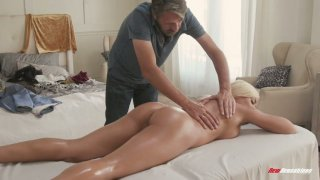 Mouth watering Cuban bitch Luna Star gets her slit nailed on the massage table thumb