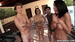 Micah Moore, Juelz Ventura and Jennifer White blow dicks of amateur guys thumb