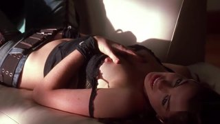 Anne Hathaway NUDE Pussy Exposed! thumb