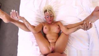 Perfect Body Step-Mom Gwen Ride cock Cool Tender Step son thumb