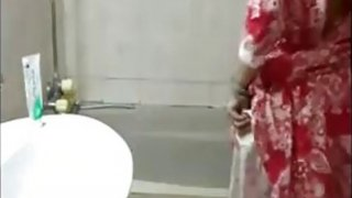Indian Washes Her Beautiful Body thumb