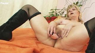 Granny woman Filipa moans like crazy when masturbates thumb