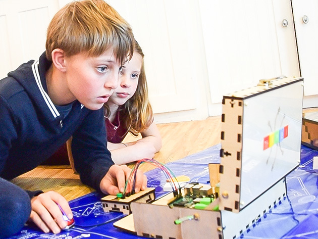 kids-using-piper-raspberry-pi-kit1