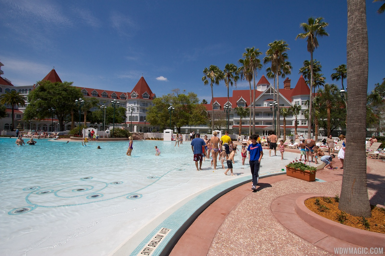 Grand Floridian Courtyard Pool Reopens Refurbishment