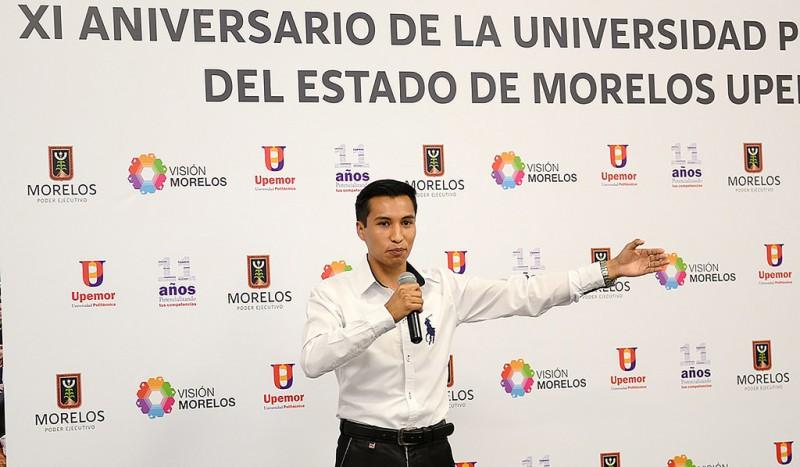 Mexicano crea mochila solar que recarga aparatos y trasmite sonido - crean-mochila-solar-800x467