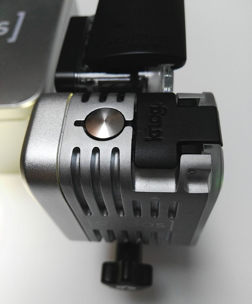 Luz de vídeo de acción Qudos Action de Knog [Reseña] - luz-qudos-action-boton-encendido-apagado