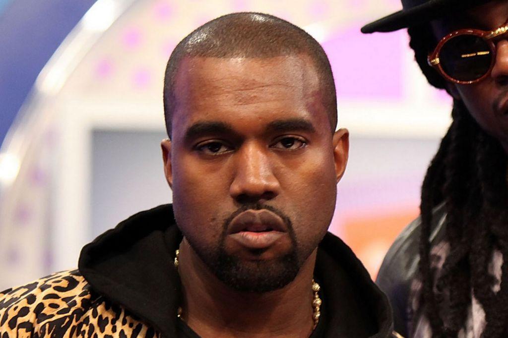 Kanye West mete la pata y sube foto usando The Pirate Bay - kanye-west