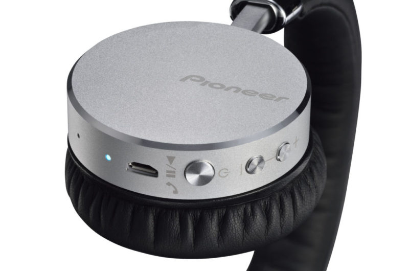 Nuevos audífonos inalámbricos Bluetooth Pioneer con tecnología NFC - pioneer-audifonos-bluetooth-se-mj561bt-04-800x530
