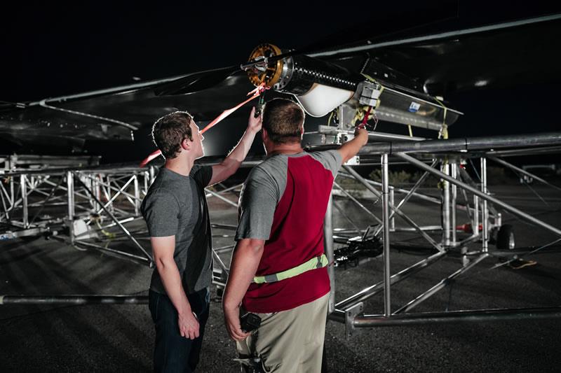 Aquila, el dron de Facebook que lleva internet, realizó su primer vuelo - primer-vuelo-aquila-facebook-mark-zuckerberg