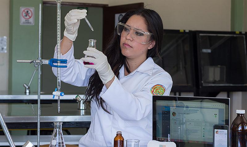 Galardona MIT a mexicana por crear tiras que detectan infecciones vaginales - galardona-mit-a-mexicana-por-crear-metodo-que-detecta-infecciones-vaginales-800x476