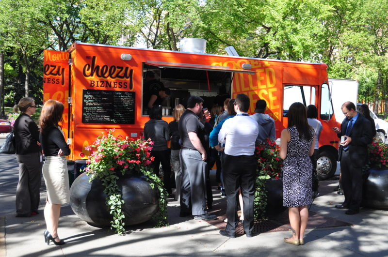 AXA lanza primer seguro para Food Trucks - seguro-food-truck-800x531