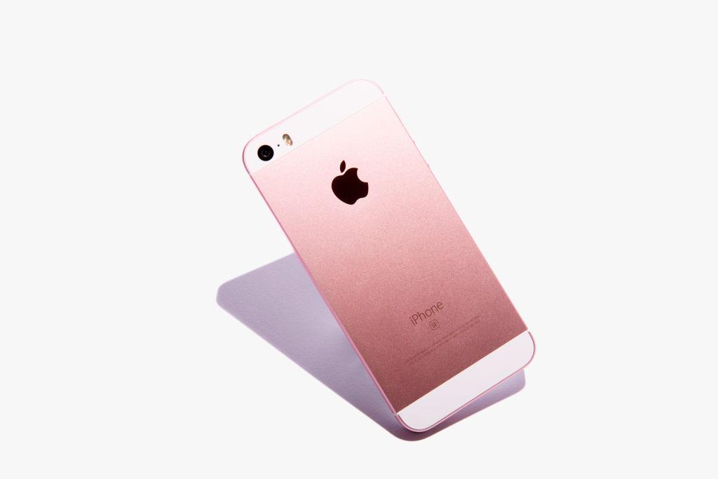 Los iPhone del 2017 vendrían con carga inalámbrica - iphone-se-pink