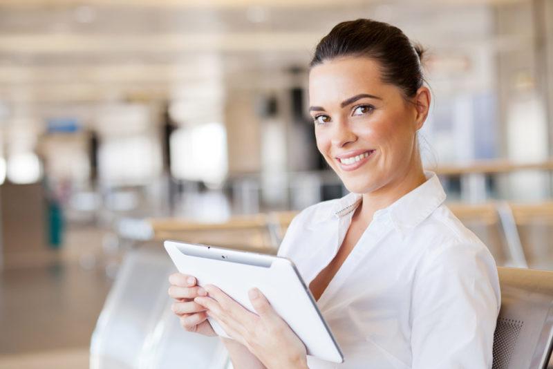 Las mujeres lideran consultas de viaje por medio de celulares y tabletas - mujeres-lideran-consultas-de-viaje-por-medio-de-celulares-y-tabletas-800x534