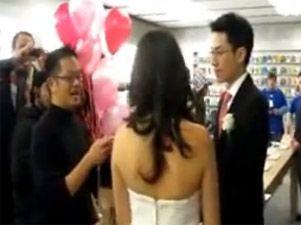 Dos fanáticos de Apple se casan en una Apple Store! - applestore_normal-301xXx80