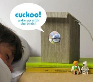 cucut para tu iphone 300x266 Ingenioso despertador elaborado con un iPhone y una caja