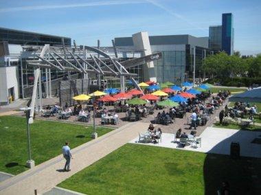Google busca poner casa a sus empleados - googleplex