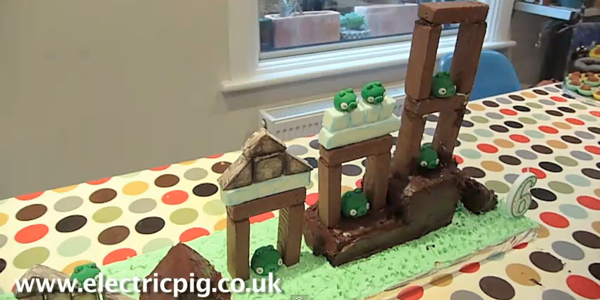 Pastel de cumpleaños de Angry Birds hace más divertido el cumpleaños de un niño - pastel-angry-birds-jugable
